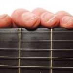 Một số mẹo giảm đau tay cho người mới học guitar