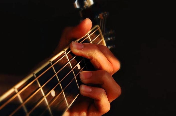 bay-5-bi-quyet-hoc-dan-guitar-nhanh-nhat