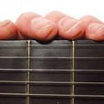 Cách giảm đau tay dành cho người học guitar
