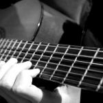 Một người mới học đàn guitar thường mất bao lâu.