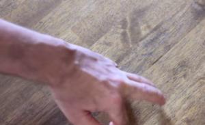 5 bài tập giúp tách các ngón tay trái cực hiệu quả 2