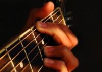 Bao lâu thì có thể chơi được Guitar