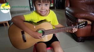 học viên học guitar tại nhà